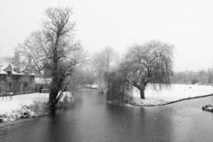 Stamford-in-the-Snow (Ray Devlin) Tags: stamford lincolnshire england nikon d300 winter snow black white blackandwhite river welland