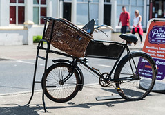 Pizza delivery in the old fashioned way! (swordscookie back and trying to catch up!) Tags: messengerbike kilkee coclare ireland cafe street seaside shadows basket stand