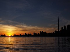 Toronto Sunset (Richard Pilon) Tags: canada sunset water lakeontario toronto olympus city