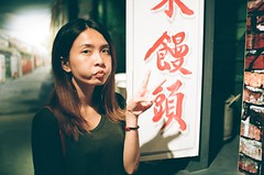 (Mr.Sai) Tags: nikonfm2 nikkornonaik35mmf2 agfavistaplus400 analog film     taiwan    girl portrait