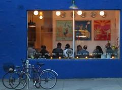 IMG_3292 (jeanbehue) Tags: restaurant bleu amis trottoir vlos street montreal soire rue