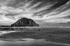 Morro Bay (PhiiiiiiiL) Tags: california road trip sea bw usa beach rock clouds strand silver bay nikon meer wasser day pacific cloudy wolken schwarzweiss stein morro vulcano kalifornien vulkan pazifik ozean efex d800e