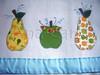 pano de prato de pera e maça (Ana Carla_Fazendo Arte) Tags: flores frutas galinha cupcake patchwork cozinha