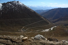 The climb to Changla Pass in Ladakh, India. (Chandravir Singh) Tags: india nature canon landscape eos leh ladakh 450d changlapass canonefs1855mmf3556is aksveer