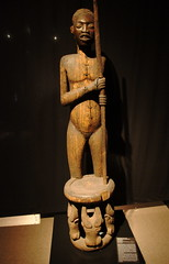 Berlin - Dahlem - Museum (Magdeburg) Tags: africa wood berlin art museum century museu kunst kultur mother muse queen figure copper afrika museo holz cultures 19 complex kom cultural berliner commemorative cameroon  welt kamerun dahlem steglitz museen mze kulturen   ethnographic kupfer muzeu jahrhundert komplex muzej ethnological mzeum ethnologisches vlkerkunde    ethnologisch lansstrase kniginmutter arnimallee museumskomplex lansstrasse gedenkfigur