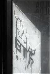 10Foot (Alex Ellison) Tags: shadow urban graffiti tag etch bt telephonebox 10foot