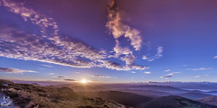 Panoramicas para un amacer - Illas. Asturias (Ya de vuelta) (Urugallu) Tags: sol canon flickr nieve asturias amanecer panoramicas nubes grupo montaa amistad compaia asturies illas 50d principadodeasturias nuevodia alalba urugallu mygearandme grupoamanecer rememberthatmomentlevel1