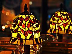 Tiffany Glaskunst, 02 (Andy von der Wurm) Tags: art lamp closeup reflections germany deutschland lampe colorful europa europe bokeh decoration illuminated alemania colourful deco tiffany allemagne spiegelung farbig glas bunt nahaufnahme mirroring deko dekoration reflektionen beleuchtet glaskunst erleuchtet hobbyphotograph andreasfucke andyvonderwurm
