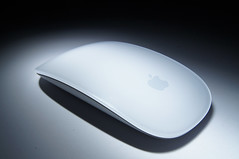13_2013_082_Souris_Apple_imac (lgfoto26) Tags: light blackandwhite lightpainting black apple mouse imac slowshutter 365 souris blanc purewhite 2013 sonyalpha55 3652013 2013yip
