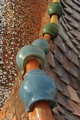 Barcelone - Casa Batllo (Eric-P) Tags: barcelona roof motif colors architecture casa spain pattern graphic couleurs patterns espana tiles gaudi catalunya toit espagne catalan barcelone batllo motifs espanya catalogne graphique tuiles gomtrique geometrique achitecte achitect