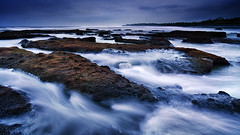 Evening Motion (eggysayoga) Tags: bali seascape motion beach water rock indonesia moss nikon cloudy hard tokina lee nd batu pantai graduated waterscape gnd canggu neutraldensity 1116mm d7000 mengening filter09