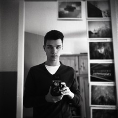 Selbstportrt (julian brombach photography) Tags: bw selfportrait 6x6 tlr analog mediumformat square mirror spiegel lubitel sw analogue ilford selbstportrt selfdeveloped homedeveloped mittelformat