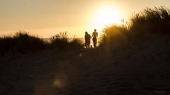 Horas en el atardecer (Soledad Bezanilla) Tags: horas hours atardecer sunset luz light arte art instantes momentos fotografia photography soledadbezanilla canoneos7d