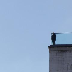 On The Edge (C_MC_FL) Tags: vienna wien blue sky building silhouette canon person photography eos fotografie balkon himmel negativespace edge copyspace blau minimalism simple tamron minimalistic gebude ecke balkony einfach minimalistisch kontur 18270 60d b008