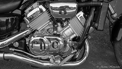 Reflejos de mi. Reflections of myself (Juanma Hdez) Tags: black white moto reflejo motorbike reflexion