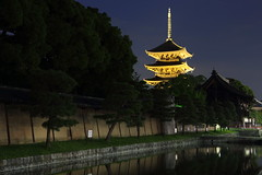 Pagoda at night (Teruhide Tomori) Tags:         lightup night pagoda temple kyoto japan japon landscape worldheritage tojitemple architecture woodenbuilding construction