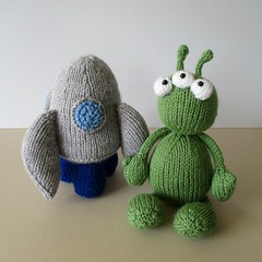Alien Adventure (Knitting patterns by Amanda Berry) Tags: space spaceship rocket alien aliens toy toys knitted knitters knitting knits knit handmade crafts crafting making pattern patterns amandaberry ravelry fluff fuzz