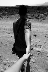 Te perseguir en cada batalla y gloria. (lauraabreualonso) Tags: photography hands blackandwhite relationship poris tenerife canarias canary tenerifa