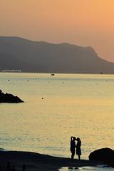 Un bacio all'alba (lefotodiannae) Tags: lefotodiannae bacio selfie alba liguria atmosfera luce colori del mattino