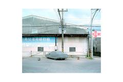 TPE-21 (monochrom-fotoart) Tags: film analog analogue 120 6x7 mittelformat medium format kodak portra kodakportra160 mamiyarz67 mamiya rz67 farbe negativ negative taipei taipeih   newtaipeicity taiwan  monochrom danilo bittorf house factory car hood auto