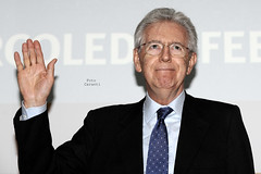 Mario Monti (Niccol Caranti) Tags: italy italia hand centro ciao mano trento politician bye premier agenda trentino vita monti elezioni politico cronaca mariomonti politiche presidentedelconsiglio presdelcons senatore dsc5835 nikond700 interporto sceltacivica capodigoverno