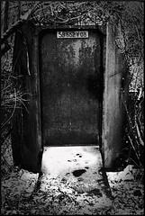Door_2288 (whatStefanSees) Tags: door blackandwhite bw snow france nikon europe gimp sw nikkor vr 18105 d90 estrun darktable canaldelasensee