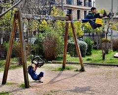 Ακροβατικά (Eleanna Kounoupa) Tags: street playground swings greece acrobatics ελλάδα kifissia δρόμου κηφισιά παιδικήχαρά ακροβατικά κούνιεσ