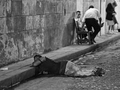 La Habana : dans le caniveau  / In the gutter (!Michel Grenier!) Tags: street bw havana cuba nb caribbean cuban sick malade caraïbes oldhavana streetshooting havane havanais olympusem5 olympusm75mmf18