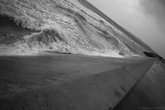 Point de fuite (CrOS Photographie) Tags: sea sky mer white black noir perspective wave ciel vague blanc