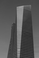 Cristal & Espacio (rafa_luque) Tags: madrid bw glass architecture skyscraper spain business castellana cristal espacio cbta