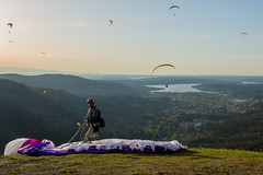 Paragliding from Poo Poo Point (G-Red 733) Tags: washington wa paragliding issaquah sammamish poopoopoint