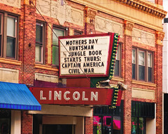 Lincoln (Pete Zarria) Tags: illinois cinema theater film movie palace hollywood neon sign decay