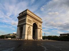 Paris (24/07/2016).    #france #paris #pariscartepostale #parismonamour #doitinparis #visitparis #jaimelafrance #hello_france #super_france #bns_france #bns_paris #paris_focus_on #france_focus_on #merveillesdefrance #loves_france #loves_france_ #loves_par (eguilmard) Tags: instagramapp square squareformat iphoneography uploaded:by=instagram france paris arcdetriomphe