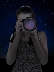 (wolfartf) Tags: girl menina camera sky cu night noite nature natureza photographer photography fotografia fotgrafa lente lens stars starry estrelado estrela galxia galaxy curitiba brazil brasil paran