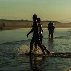 Love is everywhere (migajiro) Tags: migajiro sony alpha 900 couple pareja friends amigos splash water sea mar somo santander ltytr1
