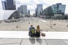 com' bella la natura (Zioluc) Tags: luciobeltrami defense paris urban street couple sitting esplanade square vast open