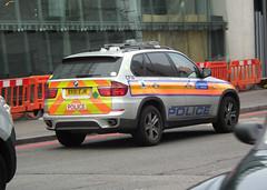 Met Police CFW (kenjonbro) Tags: uk england london silver londonbridge bmw guns suv riverthames se1 armed metropolitanpolice guyshospital arv cfw worldcars armedresponseunit kenjonbro xdrive30d londonbridgeroad fujifilmfinepixhs10 bx61ejk