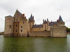 Château de Sully-sur-Loire (twiga_swala) Tags: france castle tourism monument water architecture river french centre central tourist 45 valley sully chateau loire château renaissance attraction loiret douves sullysurloire