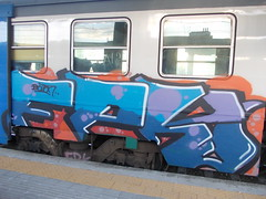 Immagine 073 (en-ri) Tags: blue train writing torino graffiti blu rosso arancione botton lilla fpk
