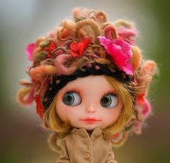 Lace-loop flowers hat