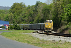 S226- Half a Wing-84 Lumber (Photo Squirrel) Tags: railroad up train maryland brunswick unionpacific locomotive csx freighttrain brunswickmd railroadcar emd csxt freightcar sd70mac s226 metropolitansubdivision autoracktrain frederickcountymd emdlocomotive csxmetropolitansubdivision autorackcar automobiletrain up4795