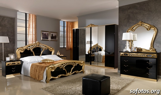 quarto de casal com móveis antigos