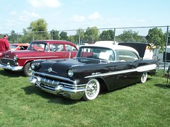 Pontiac_Chieftain_1957 (4) (Alain Berthelot) Tags: door 2 hardtop car doors top chief hard 1957 pontiac mn 57 collector tein chieftain tain cheiftain chieftein