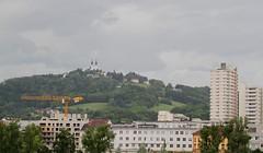 Linz Urfahr (austrianpsycho) Tags: buildings linz crane kran lentia2000 linzfest gebäude pöstlingberg pöstlingbergkirche 19052013 linzfest2013