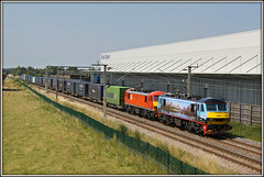GHASTLY 90024, with 90019, Barby Nortoft, 4M25 (Jason 87030) Tags: electric train view malcolm northamptonshire july railway horrible ac sick northants horrid warehouses skoda crick ghastly toft 2016 daventry 90024 wcml dirft mossend 90019 4m25