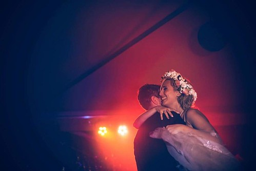 First Dance {piedmont wedding} #firstdance #wedding #love #dance #dancing #lights #weddingphotographer #photooftheday #igersmilano #igerspiemonte www.claudiacala.it