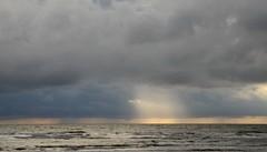 Regenneigung in St. Peter-Ording; Eiderstedt, Nordfriesland (10) (Chironius) Tags: eiderstedt nordfriesland schleswigholstein deutschland germany allemagne alemania germania    ogie pomie szlezwigholsztyn niemcy pomienie stpeterording nordsee meer see northsea mardelnorte maredelnord merdunord wolken clouds wolke nube nuvole sky nuage  himmel ciel cielo hemel  gkyz