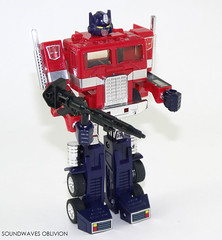 g1optimusprime28 (SoundwavesOblivion.com) Tags: autobot battle commander convoy cybertron diaclone hasbro leader optimus prime takara transformers     kenworth k100