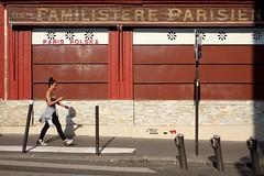 "243/366 (serie ""frame/cadre"") (Kairos !) Tags: frame cadre serie street city urban streetwalk streetphotography streetphotographer conceptualimage conceptphotos 366 366days project366 fujifilm fujixt10"