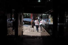 Espiada (renanluna) Tags: mulher woman tnel tunnel cores colors cor color colorido colorful sopaulo sp br 55 fuji fujifilm fujifilmfinepixx100 x100 renanluna